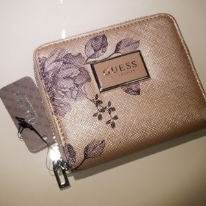 Guess wallet with zipper